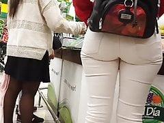 Bogate dziecko w białym dżinsu - 2
