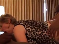 Oma saugt und fickt 3 BBCs! Anal und Gesichtsbesamung!