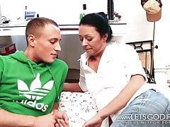 HELP! Maman baisée avec mon meilleur ami