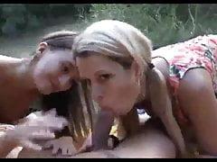 mamá con su hija obtiene fuckea anal al aire libre