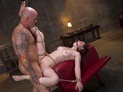 Hot Body Casey Calvert Restrained e scopata in Brutal Rope