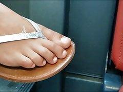 (1) Sehr heiße, ehrliche Teen-Füße (sehr nahe und Faceshot)
