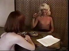 Lesbianas fumando cigarros