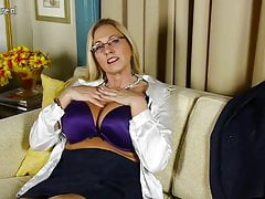 Big breasted American whore mom with shaved pussy
