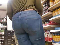 Wysokie grupy BBW w dżinsach.