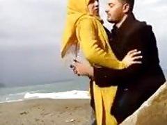 hijab che si bacia