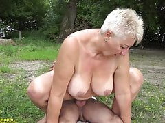69 let starý bbw grannie outdoor banged