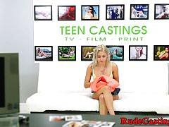 Wytatuowany nastolatek wbity w brutalny casting