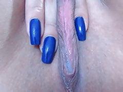 sexy Muschi und tolle blaue Fingernägel