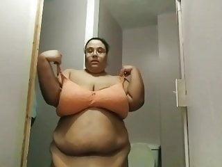 Fat jiggling black bbw whore...