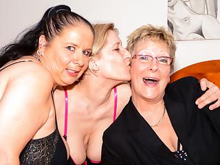 Letsdoeit mature german grannies...