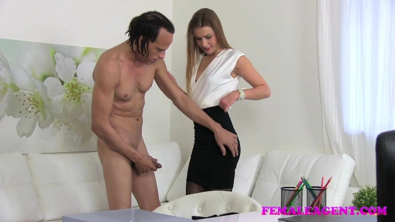 Alexis Crystal Casting femaleagent american stud cums on sexy blonde agents face