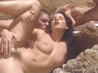 Blondie y Demia Moore cojiendo en la playa