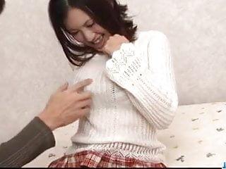 桃花Amai喜歡他媽的硬之前吸吮公雞