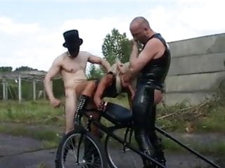 Outside Pet Berlin  Play Free Porn  Alexd 25 -