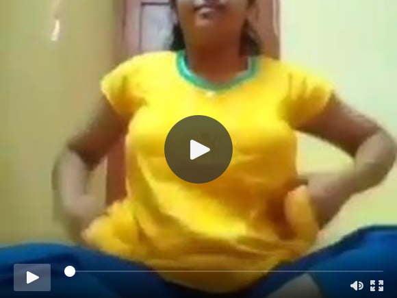 उत्तर भारतीय लड़की अपने गर्म शरीर को उजागर करती है