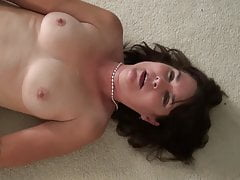 mature amateur mom fucks her pussyfree full porn