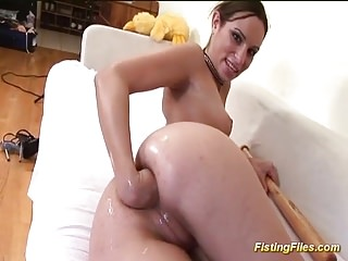 Flexi babe fisting her hole...