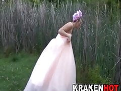 Bride on the run shows us her body in a BDSM casting