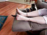 mrrow feet on chair