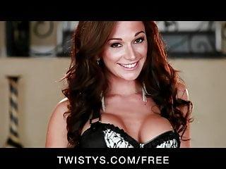 Twisty CALDO tettona rossa Destiny Dixon si infila le dita nella figa