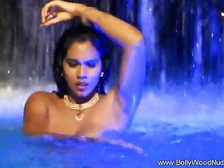 Arab Princess Displays Seduction