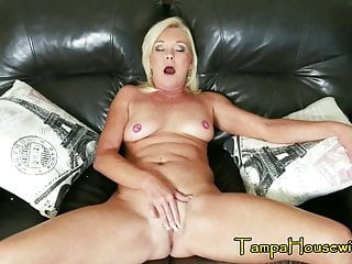 A Erotic older woman that Likes to Be Used