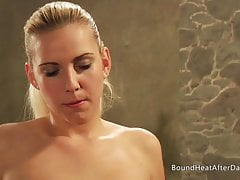 Pussy Fingering And Naked Body Brings Domme To Orgasm