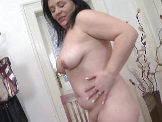 Mature sex bomb mama...