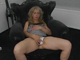 Matura madre vivace e la sua vagina pelosa
