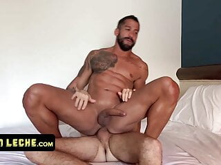 Muscular Macho With Tattoos Gets His Hole Stretched