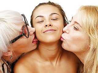 Her first lesbian family therapy orgy