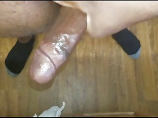 Looking to fuck a shemale for the first time.