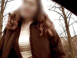 Junge Frau aus dem Auto angesprochen