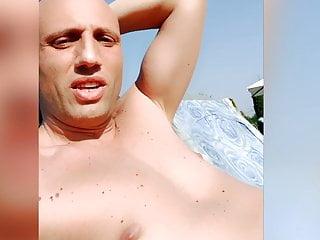 Rilassati in piscina con Capitano Eric
