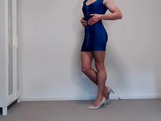 Bodycon bandage dress and shiny platino cleancut pantyhose...