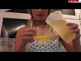 girl drink piss