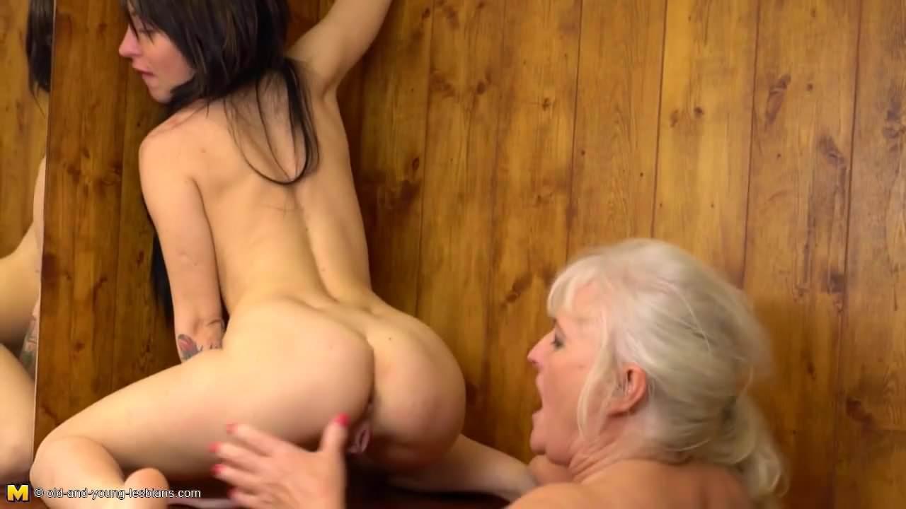 Curvy Mature Ass Licking