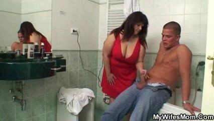 Caught My Busty Mummy Fully Nude In Bathroom Busty Mummy In