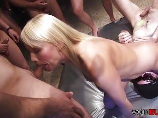 Grosse Titten Gangbang madchen Blond