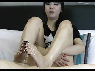 Asian long toenail footjob...