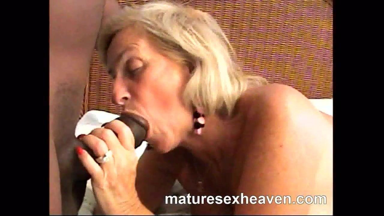 Hot Sexy Granny Blowjob