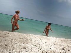 Nude women on the beach (5)