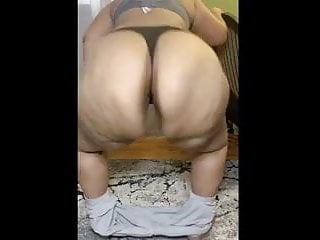 Huge booty striptease ass clap...