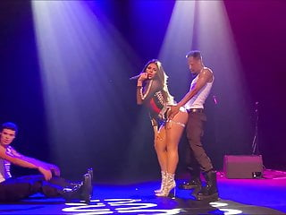 Dinah Jane Sexy On Stage 1 #SheBad