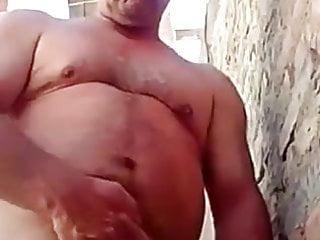 papi se hace una paja afuera