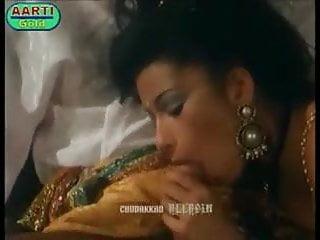 Between a hindu queen and her guest...