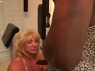 Mature female bodybuilder wild kat and ebony muscle...