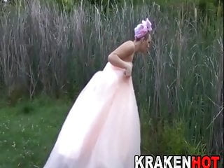 Bride on the run shows us her body...