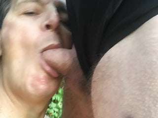 Twink gets outdoor blowjob